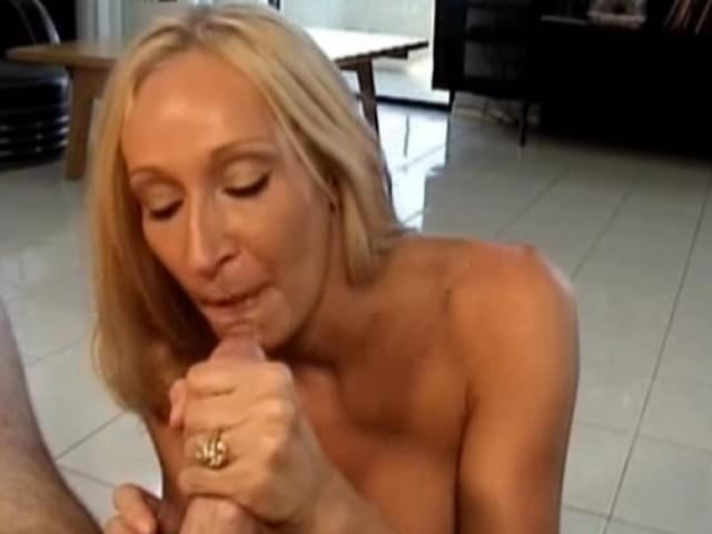 Mature women xxx blow jobs