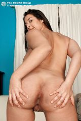 pregnant girlie jen capone goes naked and spreading shaved cunt